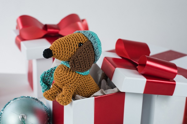 Schnitzel the Dachshund | Free Crochet Pattern | Hooked by Kati | 400x600