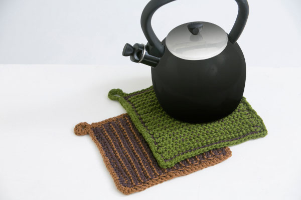 Learn how to read crochet patterns by following this simple hot pad pattern